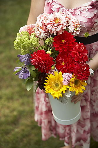 Bucket_of_flowers_006