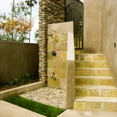 Outdoorshowers-slate-corner-ss-l